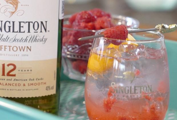 Raspberry Spritzer: el cóctel de The Singleton que te hará desear un carrito de bar - the-singleton-raspberry-spritzer-coctel