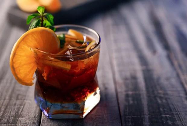 3 cócteles con Torres 10 para darle un toque especial a tus fiestas familiares - muler-torres-10-coctel