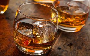 Estos son los tips que debes conocer para beber bourbon como experto