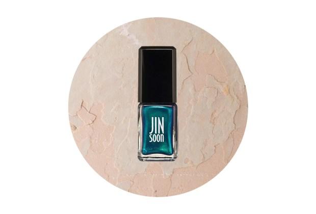 Los colores de uñas perfectos para usar este otoño 2019 - colores-uncc83as-turquesa-metalico