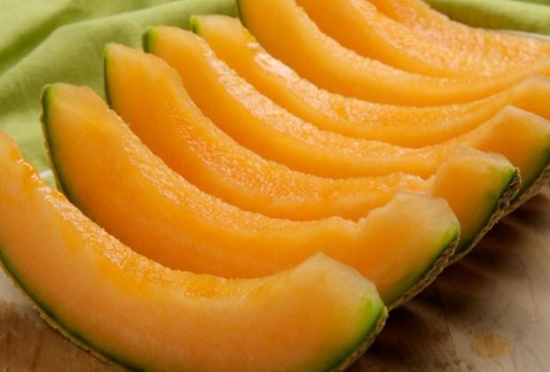 Si te gusta compartir comida con tu perrito, estas 10 frutas son ideales para hacerlo - melon