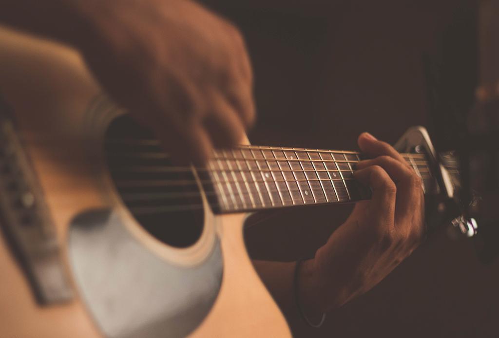 Challenge Yourself: 7 actividades diarias para desarrollar tu creatividad en casa - musica-terapia-3-1024x694