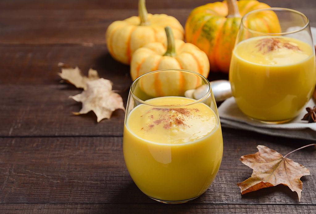 Prepara este smoothie antiinflamatorio con calabaza y cúrcuma