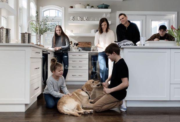 Cosas que debes considerar antes de darle una mascota a tus hijos - perro-familia