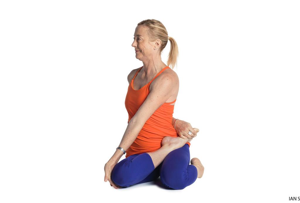 Haz esta secuencia de yoga para alinear tus chakras - yoga-chakras-3-1024x694