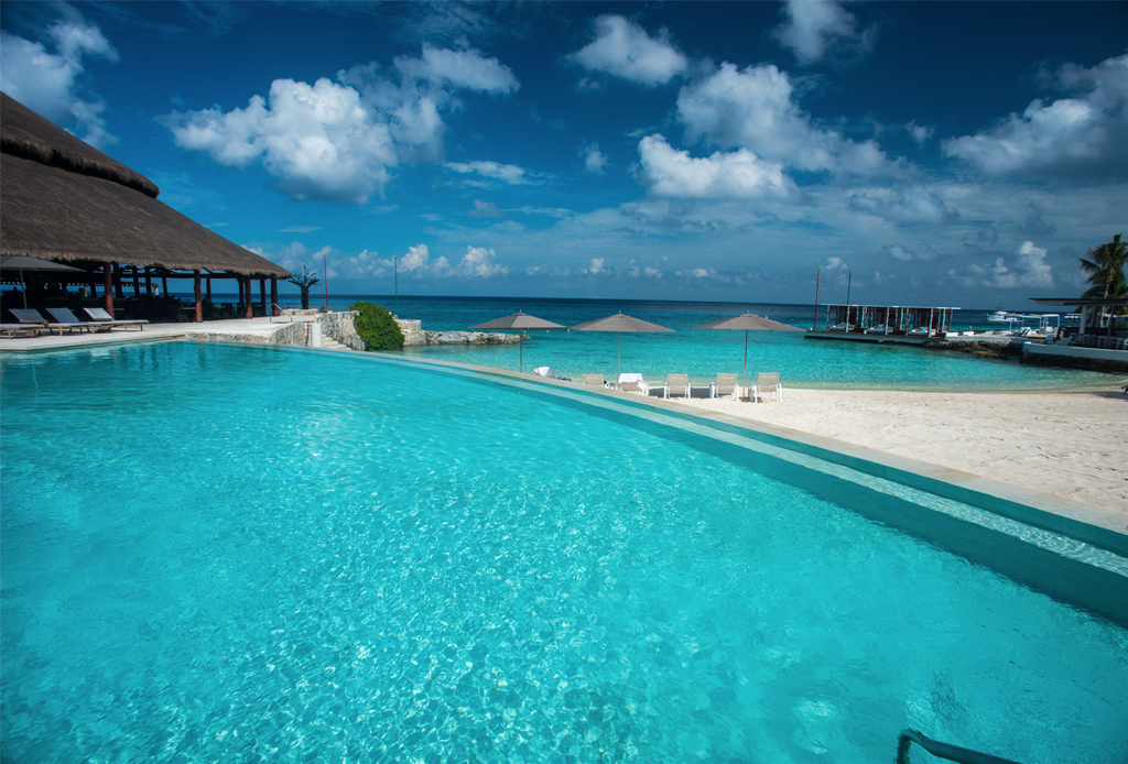 48 horas en... Cozumel, un paraíso imperdible del caribe mexicano - alberca-presidente-intercontinental-cozumel