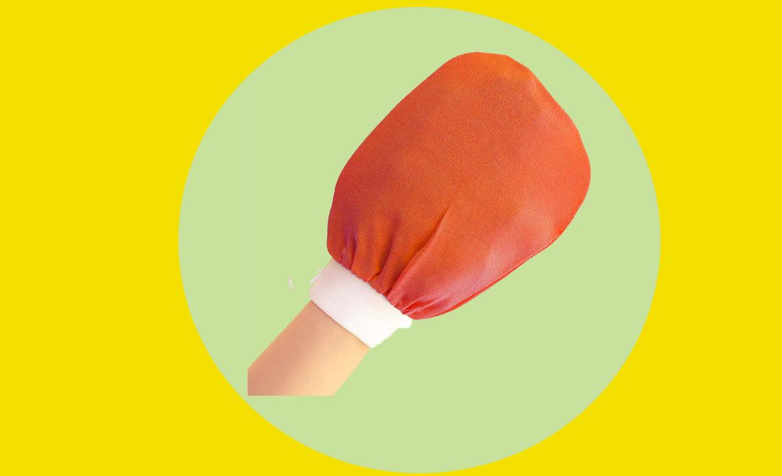 Este guante exfoliante te dejará la piel más suave que nunca - guante