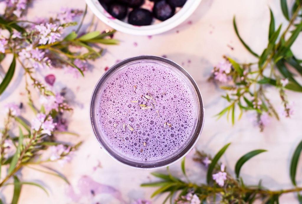 ¿Cómo hacer lattes de colores naturales? AQUÍ la respuesta - latte-lavanda
