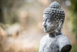 Esto es la meditación Vipassana y cómo practicarla