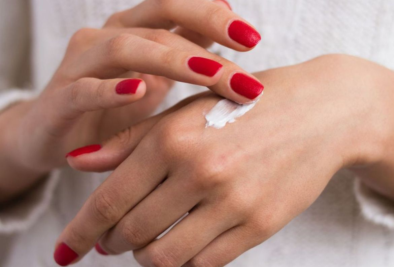 5 tips para proteger tu piel de tantas lavadas de manos a diario - crema-humectante-manos