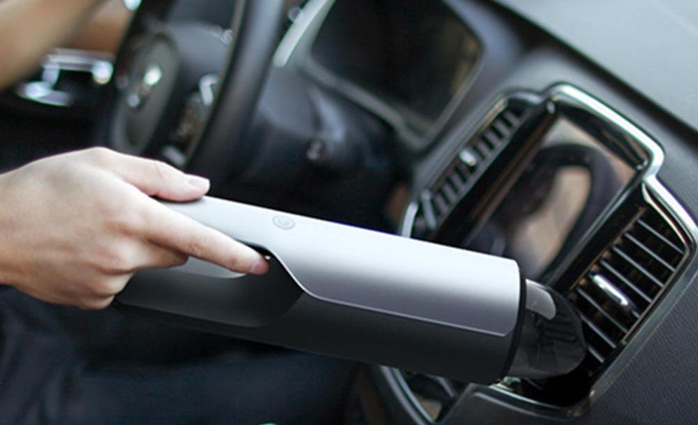 Cómo limpiar y desinfectar tu auto a la perfección - aspirar-auto