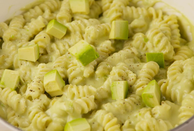 Dos favoritos juntos en esta receta: Mac & Cheese ¡con aguacate! - receta-mac-cheese-aguacate