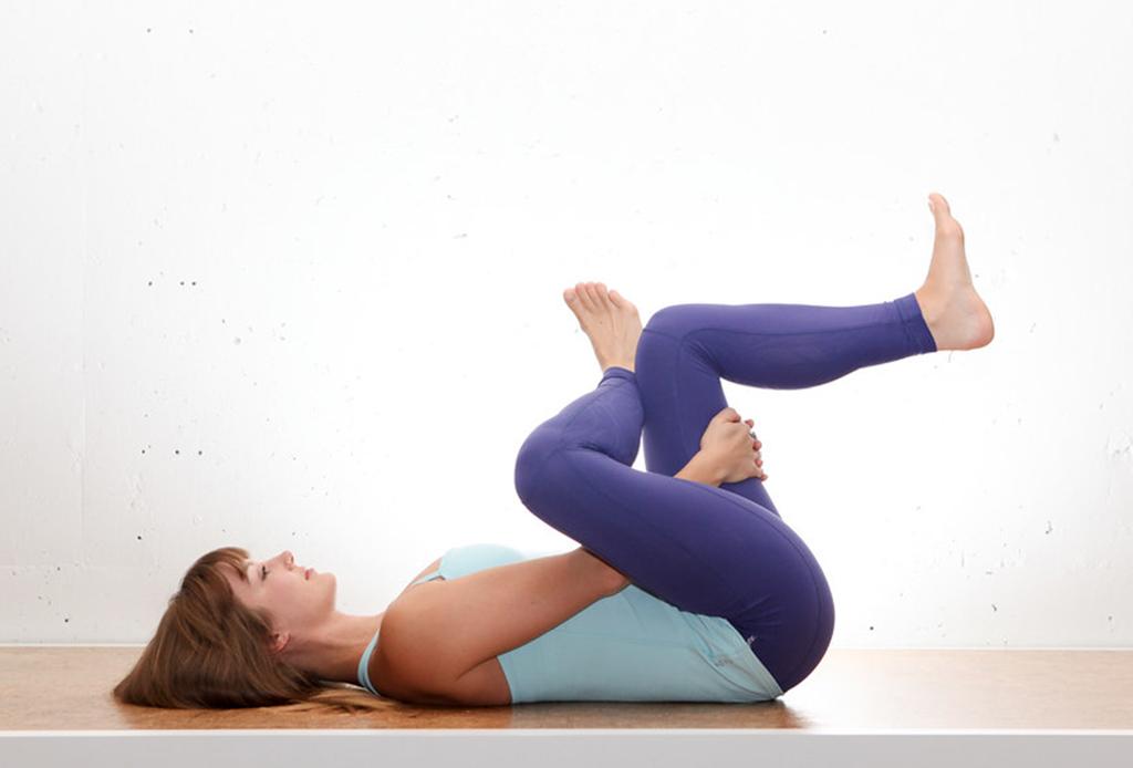 7 posturas de yoga (fáciles) para aliviar la espalda de las horas de home office - yoga-espalda-1