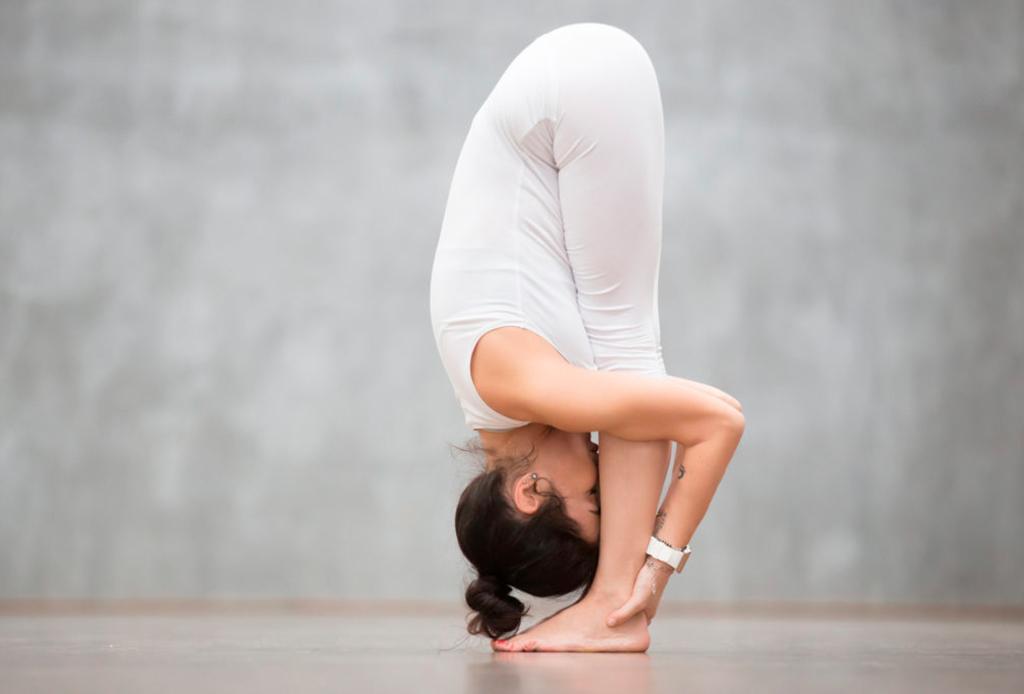 7 posturas de yoga (fáciles) para aliviar la espalda de las horas de home office - yoga-espalda-3