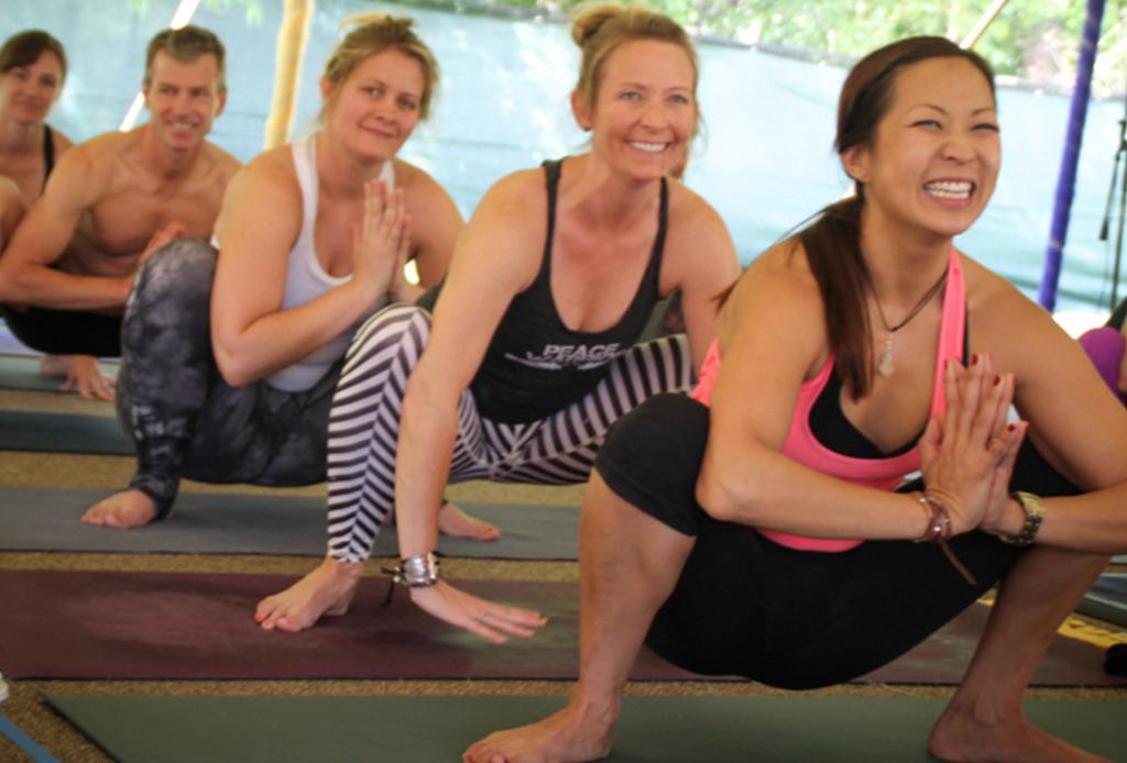 ¿Ya conoces el Yoga de la risa? Es justo lo que necesitas - yoga-risa-2