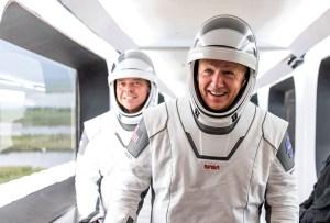 Los trajes espaciales de la misión de SpaceX fueron diseñados por un mexicano