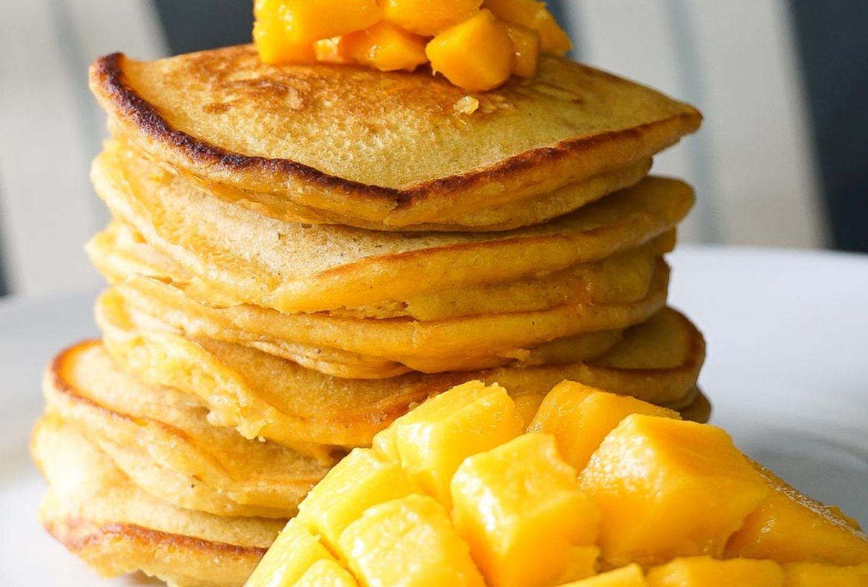 No podrás resistirte a estos pancakes con mango ¡perfectos para el desayuno! - receta-hot-cakes-con-mango