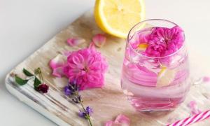 ¡Refréscate y enamórate del sabor de estas bebidas hechas con flores!
