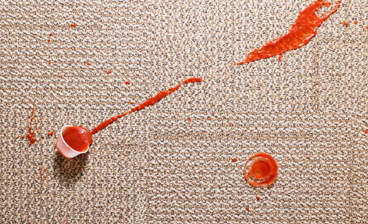 Así es como puedes quitar cualquier mancha de una alfombra