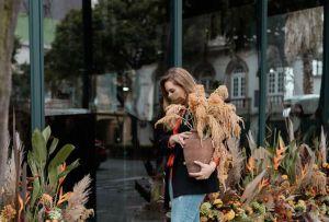 ¿Quién es Sofía Rivera García y por qué ha decidido «vandalizar»  la ciudad con flores?