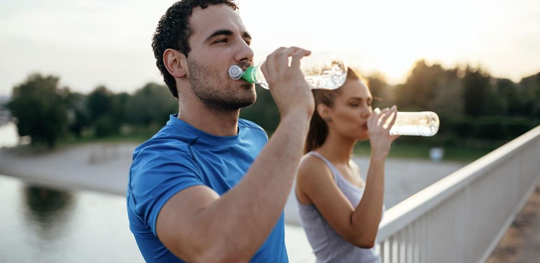 ¿Quieres empezar una vida más sana? Sigue estos tips - beber-agua-1