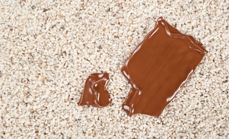 Así es como puedes quitar cualquier mancha de una alfombra - chocolate