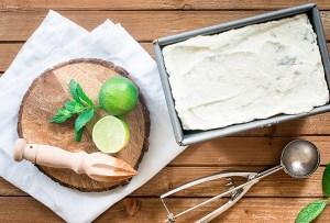 Date un 'break' para refrescarte y prepara este helado de mojito
