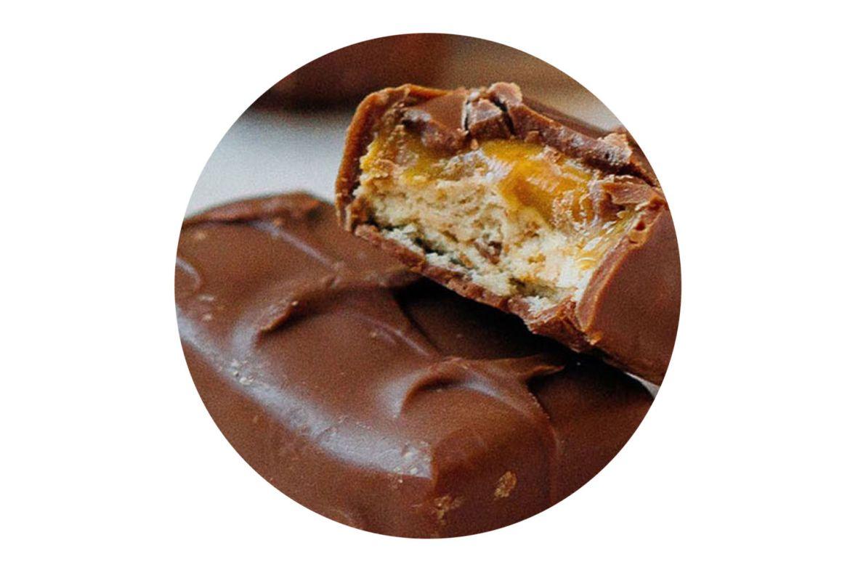 Tenemos la receta para prepara gelatinas de ¡Conejito, Carlos V y Snickers! - receta-gelatina-snickers