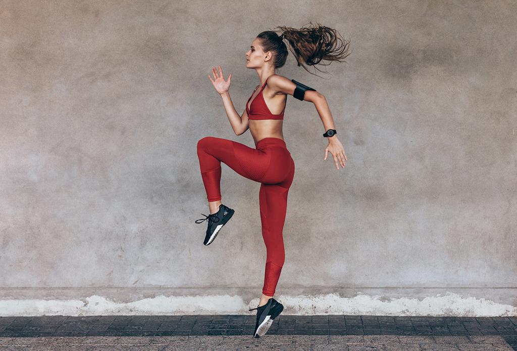 ¿Eres runner y no estás saliendo a correr? Alternativas en casa para correr mejor - runner-casa-3