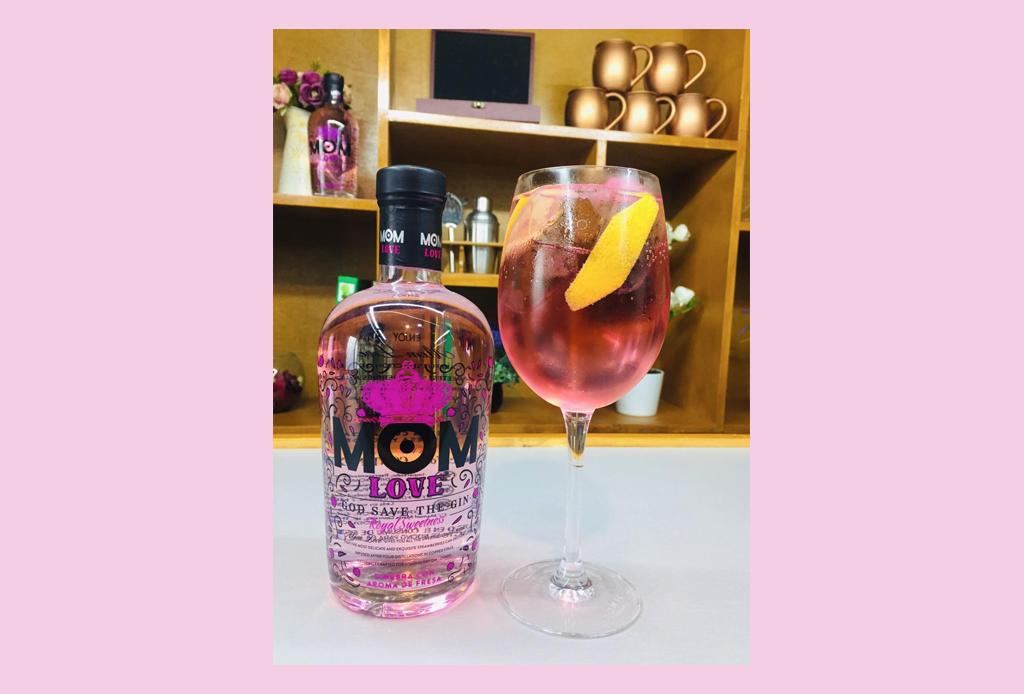 Prepara estos drinks con gin para celebrar el PRIDE - the-queen-mom-love-gin-pride-coctel