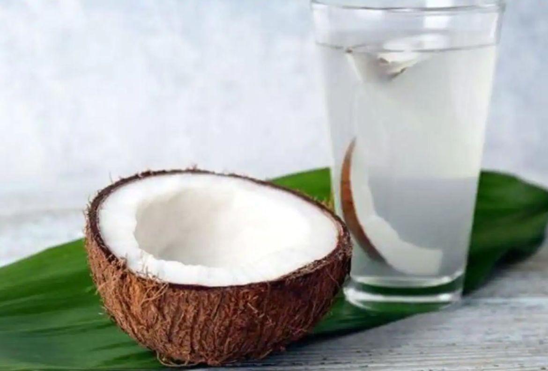 Beneficios del agua de coco para agregarla a tu rutina de belleza - agua-de-coco