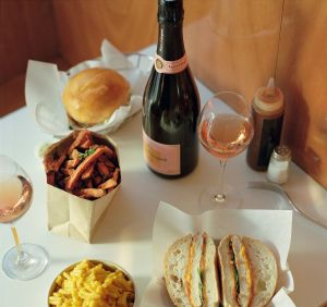 Acompaña tus tardes de verano con una copa de champagne y disfruta del delicioso sabor de Veuve Clicquot