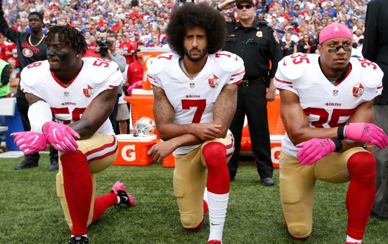 Momentos en que el deporte luchó contra el racismo - collin-kaepernick