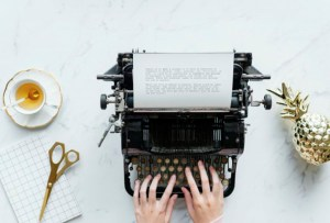 Poetas de Instagram que volvieron a poner de moda la poesía