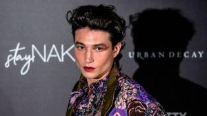 Ezra Miller es nuestro ícono favorito de la moda andrógina