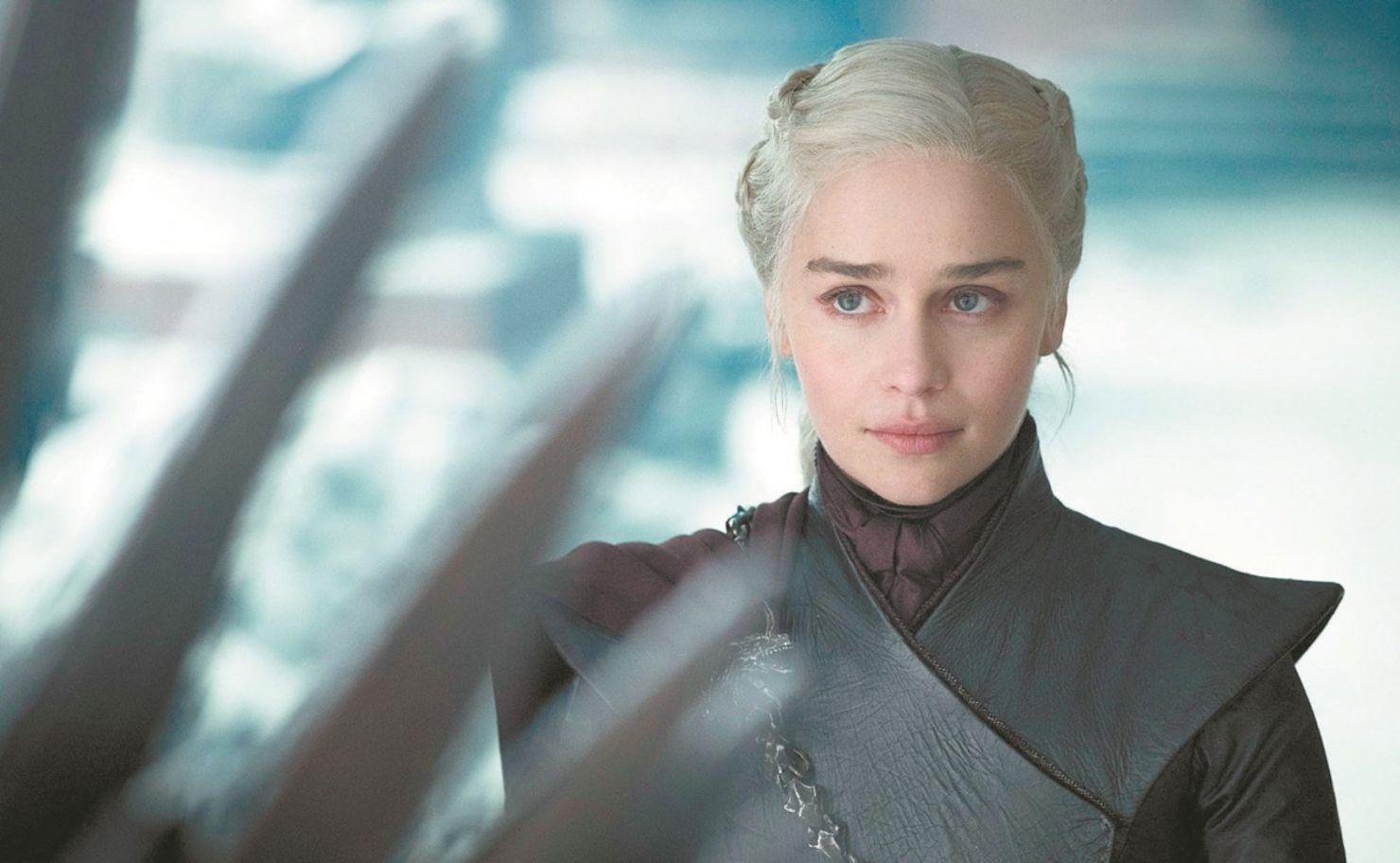La filmografía de Emilia Clarke nos inspiró a hacer esta playlist