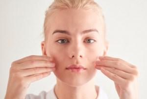 ¿Un maratón facial? Mejora tu piel con esta simple técnica