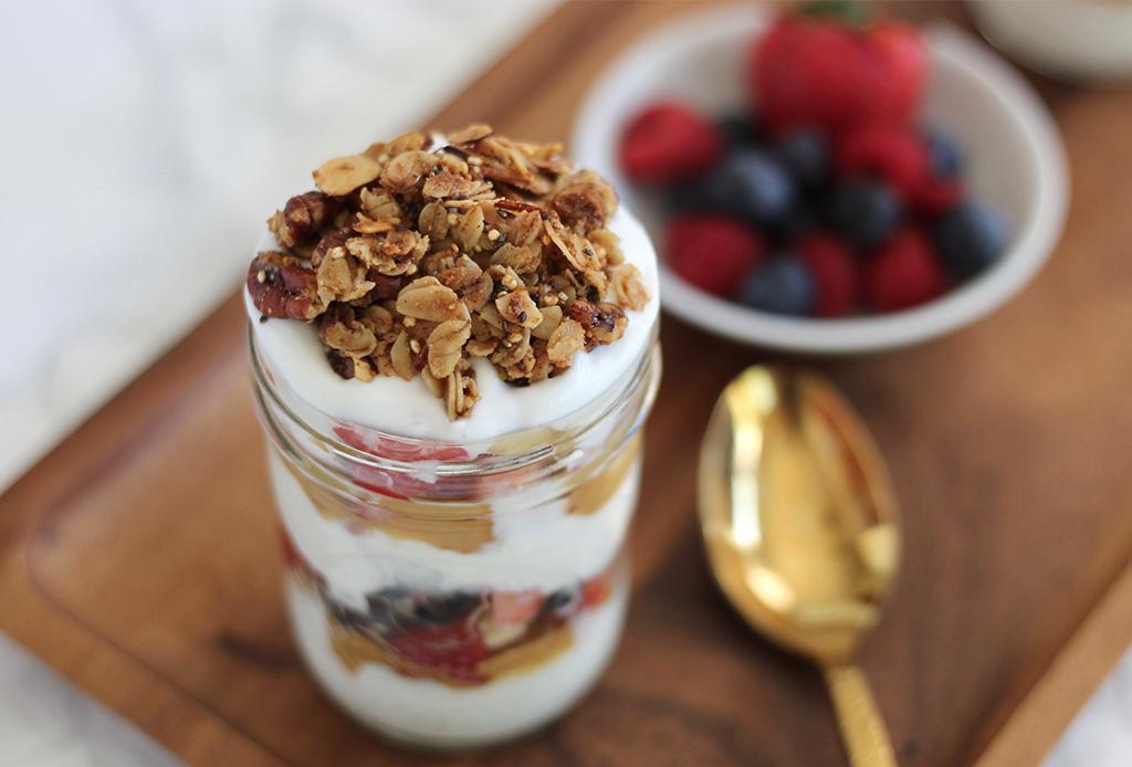 Prepara estas 3 opciones  parfait para disfrutar el desayuno