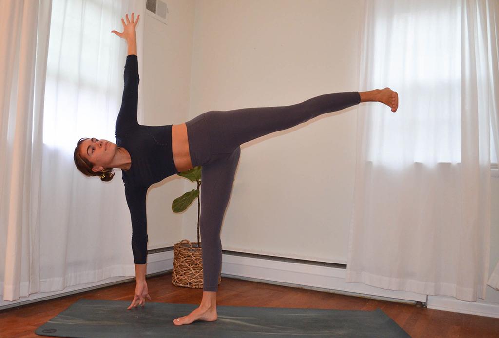 Una secuencia de yoga perfecta para combatir el frío del invierno - yoga-invierno-4