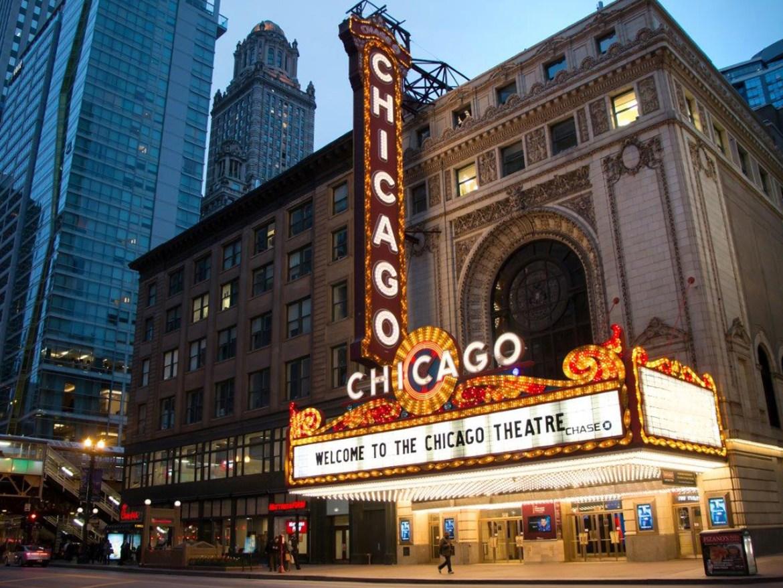5 cosas que cumplen 100 años en 2021 - chicago-theatre