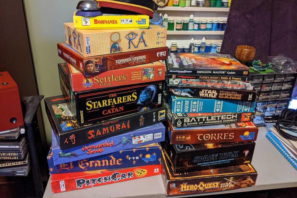 Cosas de las que tienes que deshacerte para tener un hogar minimalista - juegos-mesa