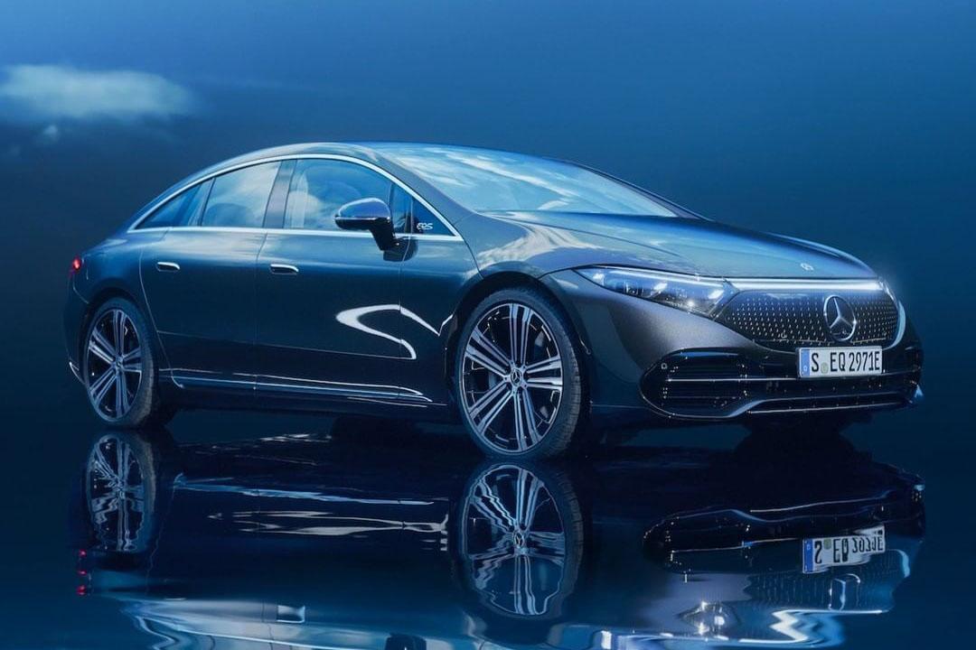 Mercedes-Benz presenta una mega pantalla inteligente en el nuevo EQS
