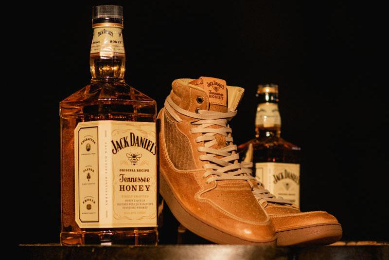Conoce los exclusivos sneakers de Jack Daniel's y The Shoe Surgeon. ¡Sólo habrá seis pares en México! - jack-daniels