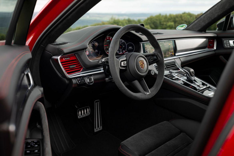Conoce el futuro del automovilismo con el nuevo Porsche Panamera - img-11