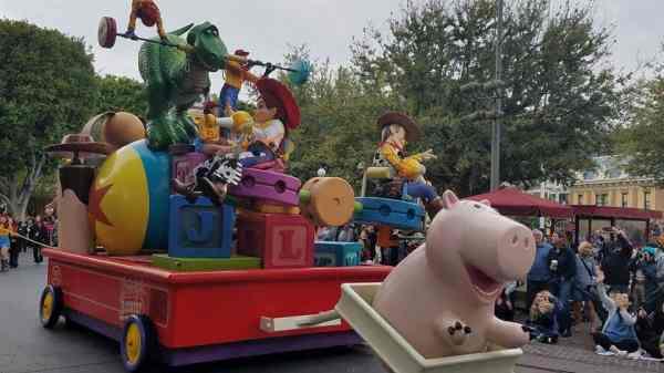 Pixar Play Parade Disneyland Park, Jessie, Woody and Ham