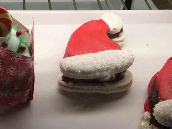 Santa Hat macaron