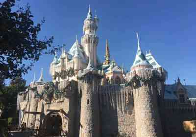 Christmas Snow at Disneyland Resort!