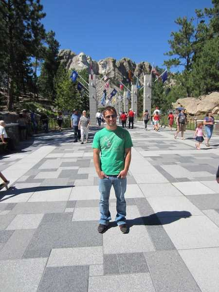 visiting-mount-rushmore-avenue-of-flags