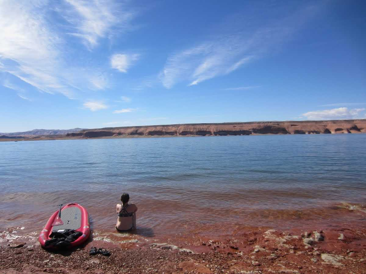 hanging-out-on-the-shore-of-lake-powell