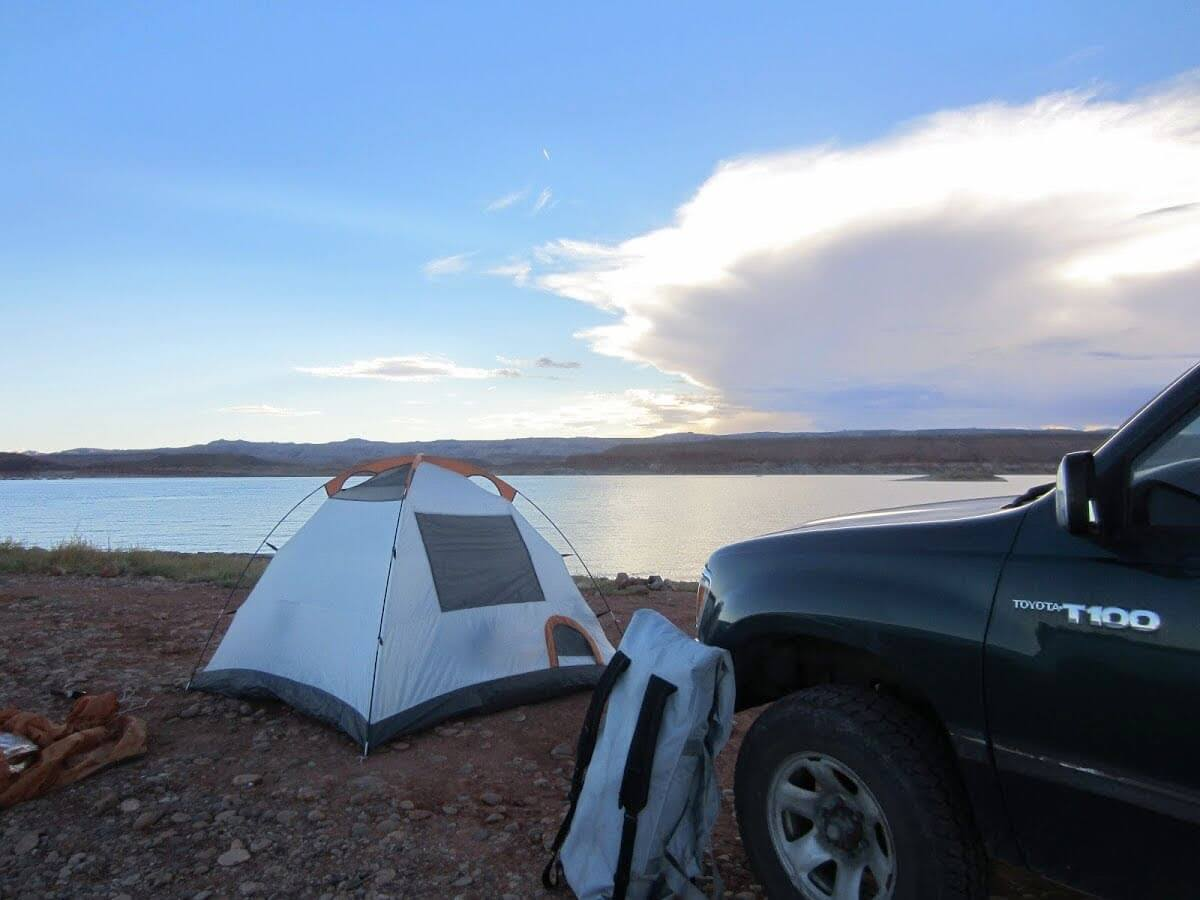 camping-on-the-shore-of-lake-powell